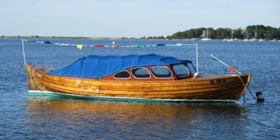 """""""Gudrun"""" – 1957 22′ double-ended bright finished boat"""